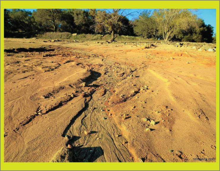 lahan tandus karena erosi tanah